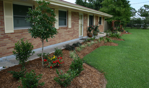 Landscaping With Brown Bark Mulch